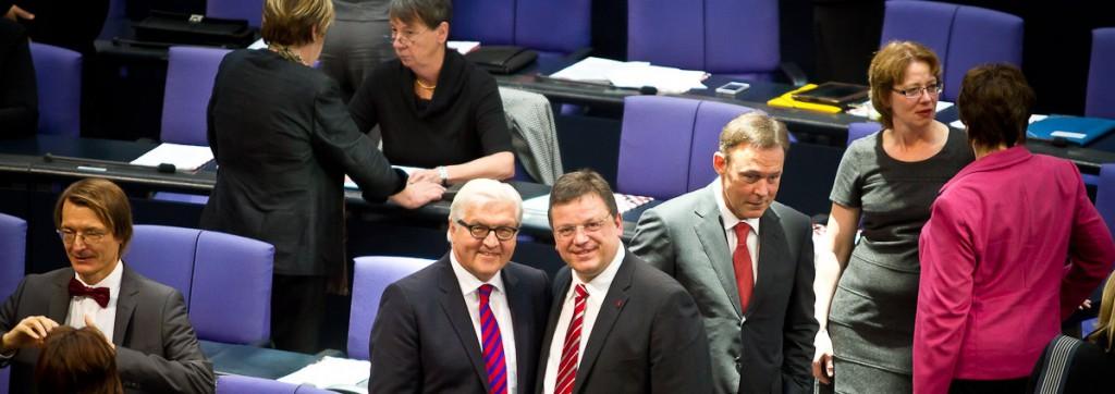 Andreas Rimkus mit Frank-Walter Steinmeier im Plenarsaal des Deutschen Bundestages