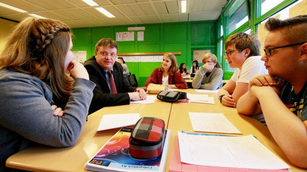 Andreas Rimkus in der Dieter-Forte-Gesamtschule
