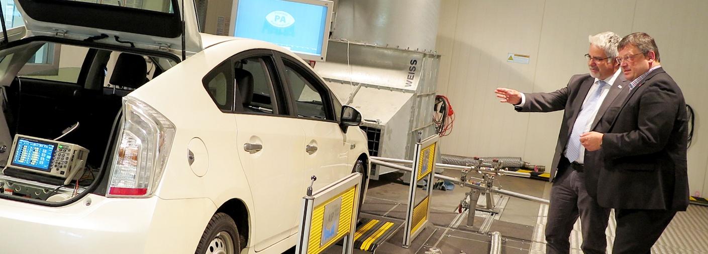 Andreas Rimkus besuchte das Institut für Fahrzeugtechnik und Mobilität (IFM)