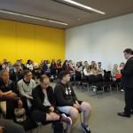 Der Düsseldorfer Bundestagsabgeordnete diskutiert mit Schülern des Walter Eucken Berufskolleg aus Düsseldorf