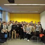 Gruppenfoto mit Schülern des Walter Eucken Berufskollegs nach dem Gespräch im Bundestag
