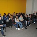 Andreas Rimkus erörtert wichtige Fragen mit Schülern der Wilhelm-Ferdinand-Schüßler-Tagesschule aus Düsseldorf