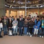 """Gruppenfoto mit Schülern der Wilhelm-Ferdinand-Schüßler-Tagesschule, der Gewinnerklasse im Wettbewerb """"Ich bewege meine Stadt"""""""