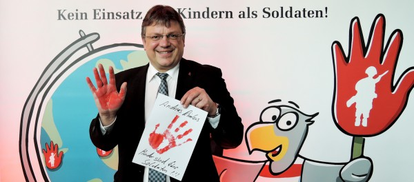 Keine Waffen in Kinderhände! - Andreas Rimkus unterstützt die Aktion Rote Hand