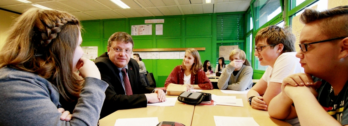 Bundesweiter EU-Projekttag am 2. Mai 2016 – Andreas Rimkus diskutiert an vier Düsseldorfer Schulen mit Schülerinnen und Schülern über Europa