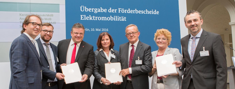 Bund fördert 17 neue Elektrofahrzeuge und zehn Ladesäulen in der Landeshauptstadt Düsseldorf!