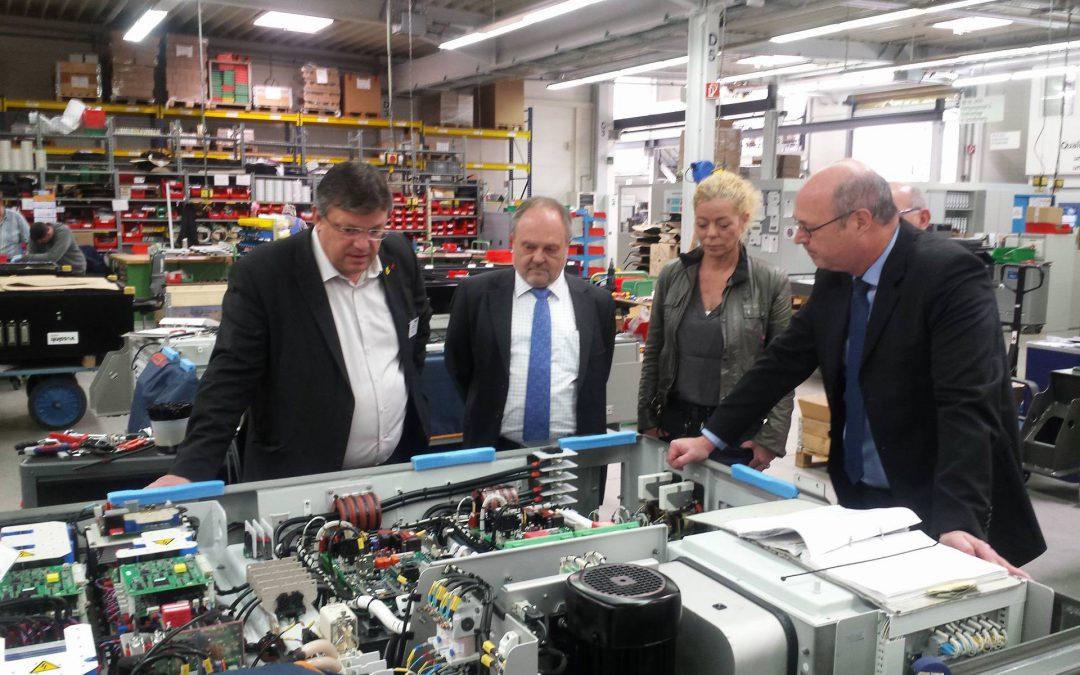 Andreas Rimkus zu Besuch beim Verkehrstechnologie-Hersteller Vossloh Kiepe in Düsseldorf-Reisholz