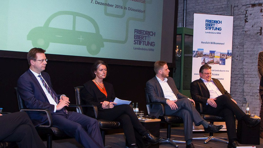 """""""Strom ab – und dann?"""" – Hochkarätige Diskussionsveranstaltung zum Thema Elektromobilität der Friedrich Ebert Stiftung im Boui Boui Bilk"""