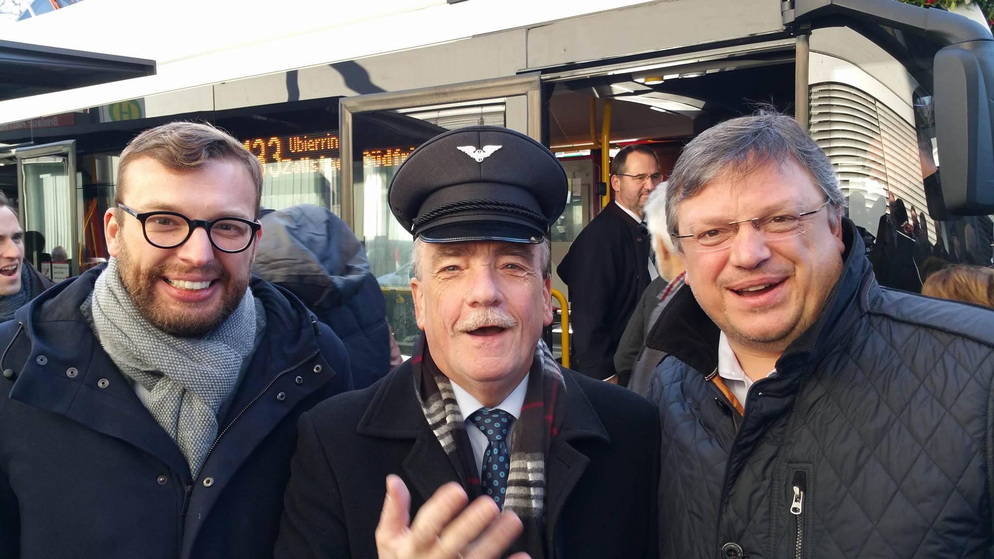 Andreas Rimkus zu Besuch in Köln: Die City-Buslinie 133 wurde komplett auf Elektrobusse umgestellt!