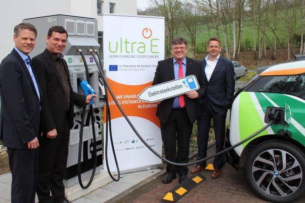 Ideen für eine bessere Ladeinfrastuktur für Elektrofahrzeuge: Andreas Rimkus zu Besuch bei der Firma Allego