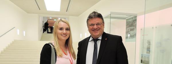 Girls' Day 2017: Mehr Mädchen in die Politik! - Düsseldorfer Schülerin Jasmin Fischer zu Gast im Bundestag