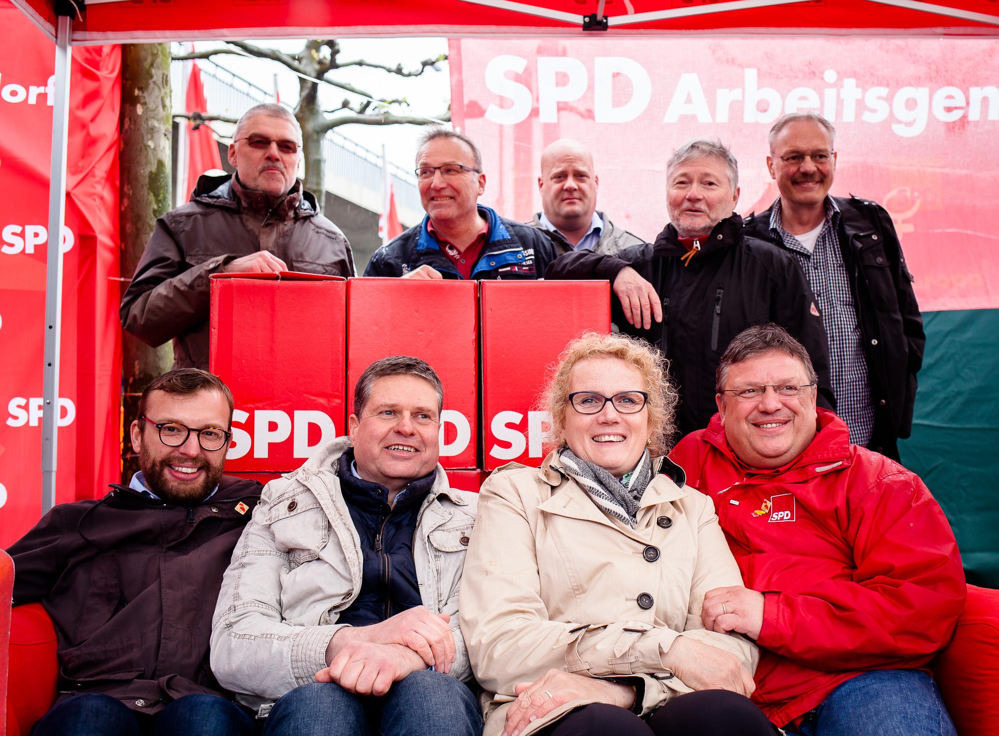 1. Mai 2017: SPD Düsseldorf begrüßt Feuerwehrleute und Aktive der Deutschen Feuerwehr-Gewerkschaft als neue Parteimitglieder