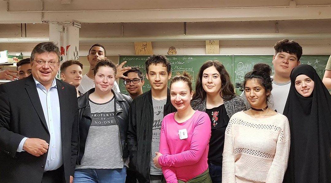 Im Austausch mit der Jugend: Andreas Rimkus zu Besuch an Düsseldorfer Schulen