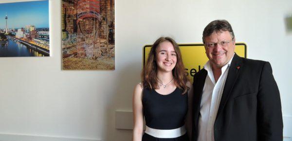 Jugend debattiert im Bundestag: Alicia Seidler aus Düsseldorf als Junior-Abgeordnete bei Jugend und Parlament