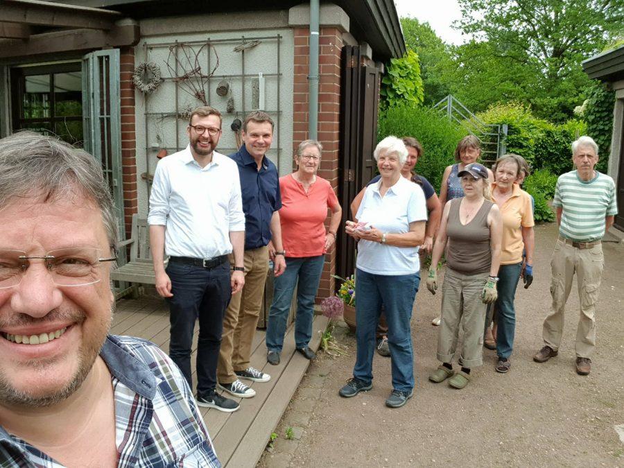 Internationaler Tag der Artenvielfalt: Düsseldorfer SPD-Politiker besuchen den Biogarten der Volkshochschule im Südpark