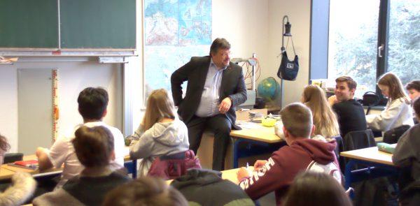 Diskussion mit Schüler*innen der Georg-Schulhoff-Realschule in Vennhausen
