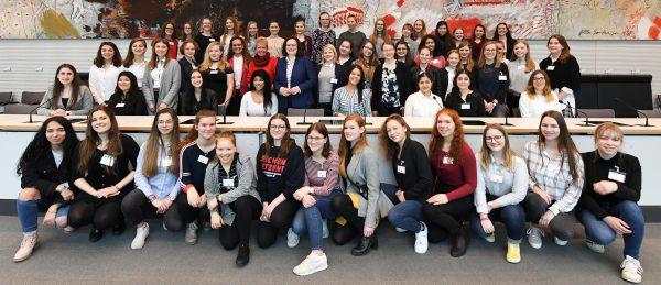 """Girls' Day 2019 im Bundestag: """"Politik ist kein Männerklub!"""""""