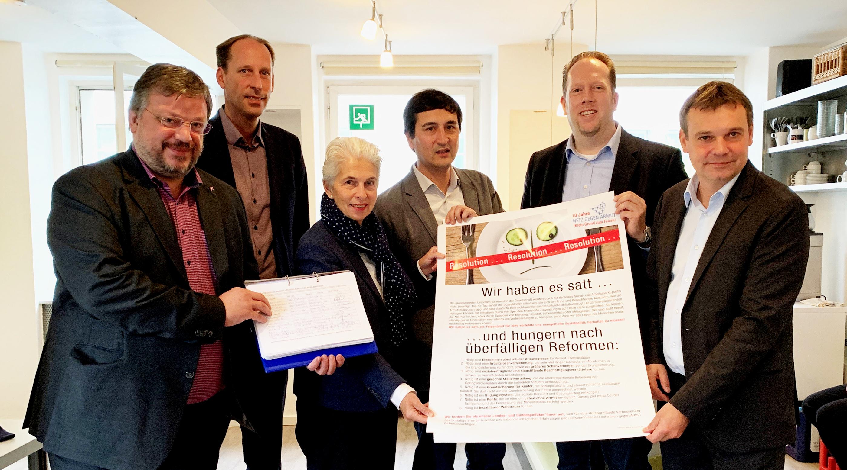 """Andreas Rimkus bei Übergabe der Resolution des Düsseldorfer """"Netz gegen Armut"""""""