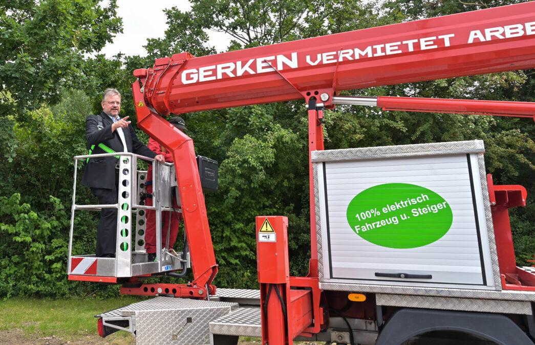 Voll elektrisch: Andreas Rimkus besucht das Unternehmen Gerken Arbeitsbühnenvermietung im Düsseldorfer Süden